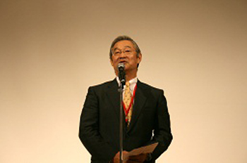 髙崎 芳成 総会長